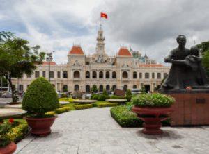 Ayuntamiento_Ciudad_Ho_Chi_Minh_Vietnam_2013-08-14_DD_03-340x252