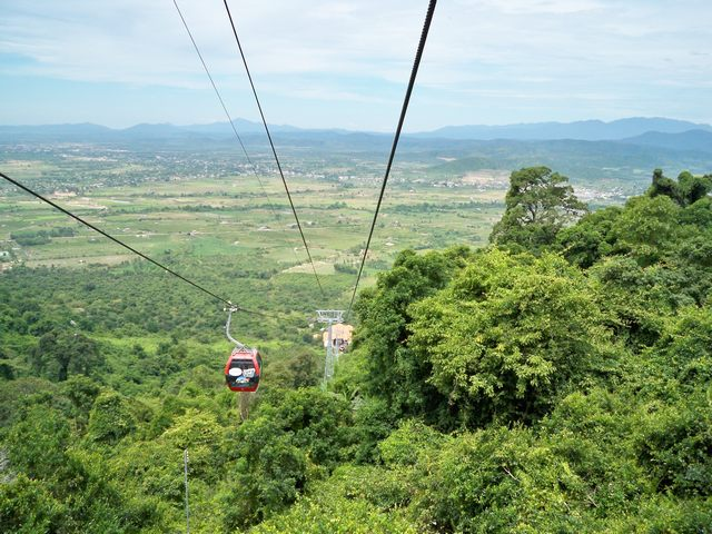 Cable-car-of-Ta-Cu-Mountain