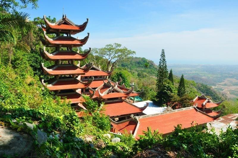 Linh-Son-Truong-Tho-Pagoda-1