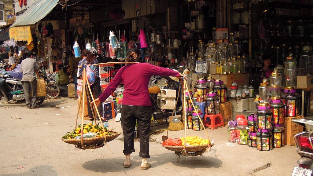 01 street seller hanoi